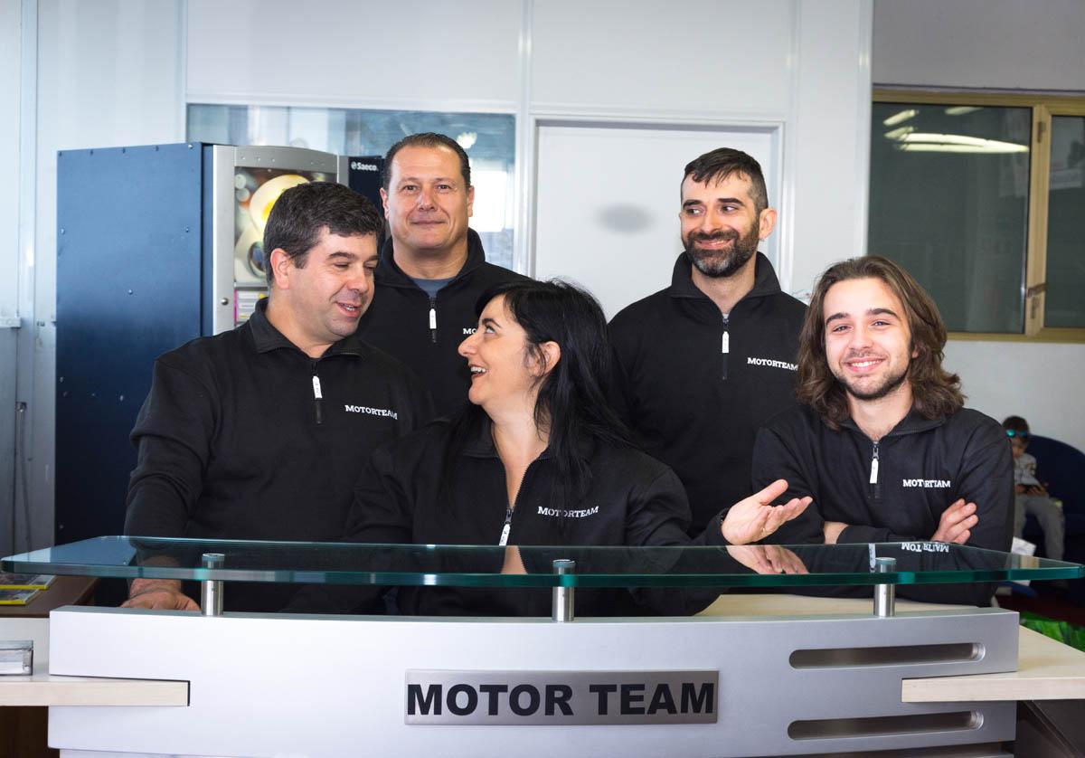 Foto di gruppo Motor team Officina a Roma